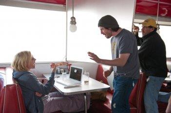Young Adult: il regista Jason Reitman insieme a Charlize Theron sul set del film