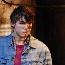 Nolan Gerard Funk in una scena dell'horror Bereavement