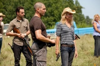 The Walking Dead: Andrew Lincoln, Jon Bernthal e Laurie Holden in una scena dell'episodio Segreti