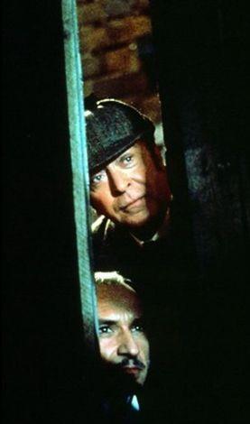 Michael Caine in Senza Indizio con Ben Kingsley