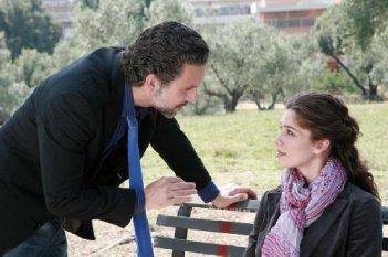 Sarò Sempre tuo padre: Beppe Fiorello ed Ana Caterina Morariu in una scena della fiction