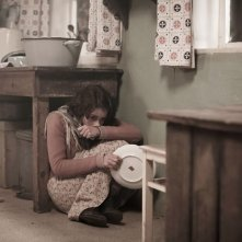 Alice Dwyer  in una scena drammatica di Die verlorene Zeit