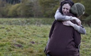 Andrea Riseborough in una scena di Resistance