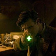 Doctor Who: Matt Smith in una scena dello speciale natalizio The Doctor, The Widow, and The Wardrobe
