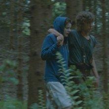 Rachel Hurd-Wood e Harry Treadaway in Hideaways: una scena del film