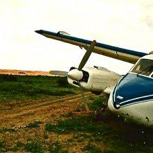 Un Uomo di Razza - l'aereo caduto nella scenografia realizzata da Giuseppe Pirrotta