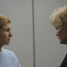 Connie Britton e Jessica Lange in American Horror Story (episodio Spooky Little Girl)