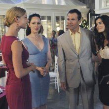 Revenge: Emily VanCamp, Madeleine Stowe, Alex Carter e Nina Fehren nell'episodio Betrayal