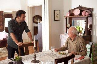 The Walking Dead: Andrew Lincoln e Scott Wilson in una scena dell'episodio Muore la speranza