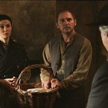 Alessandra Martines (al centro) con Katia Cuq e Nicolas Jouhet nel film Je m'appelle Bernadette