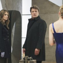 Castle: Kristin Lehman, Nathan Fillion e Stana Katic in una scena dell'episodio Eye of the Beholder