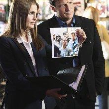 Castle: Nathan Fillion e Stana Katic in una scena dell'episodio Heroes & Villains