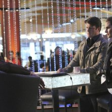 Castle: Nathan Fillion, Stana Katic e Jeffrey Vincent Parise  nell'episodio Heartbreak Hotel