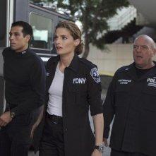 Castle: Stana Katic e Dean Norris nell'episodio Cops & Robbers
