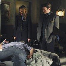 Castle: Tamala Jones, Nathan Fillion, Stana Katic e Jon Huertas nell'episodio Cuffed