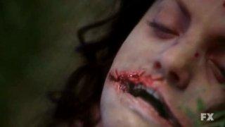 Una scena di American Horror Story (episodio Spooky Little Girl, prima stagione) che richiama il caso della 'Dalia Nera'