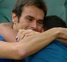 Grande Fratello 12: Filippo abbraccia Luca