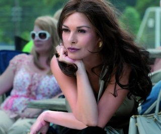 Catherine Zeta-Jones in una scena del film Playing the Field
