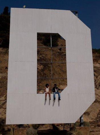 Hollywoo: Jamel Debbouze e Florence Foresti in una simpatica immagine del film.