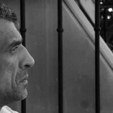 Luciano Levrone pensieroso in una scena di Penultimo Paesaggio