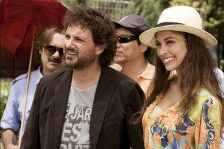 Ariadna Romero insieme a Leonardo Pieraccioni e Rocco Papaleo in una scena di Finalmente la felicità