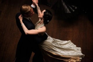 Edward e Wallis: James D'Arcy e Andrea Riseborough in una bella sequenza