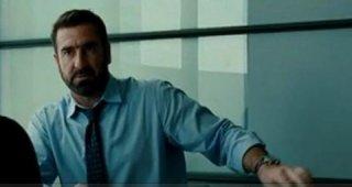 Eric Cantona in una scena del thriller Switch