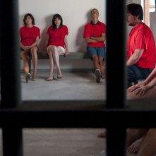 Immaturi - Il viaggio: i protagonisti in cella in una scena del film