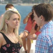 Emily Head e Joe Thomas in una scena di Finalmente maggiorenni