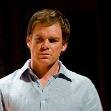 Michael C. Hall pensieroso in una scena dell'episodio Ricochet Rabbit