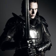 Sam Claflin è il Principe Azzurro in una delle prime immagini promozionali di Biancaneve e il cacciatore