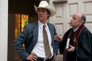 Matthew McConaughey in una scena di Bernie