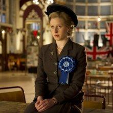 Alexandra Roach nei panni di una giovane Margaret Thatcher in una scena di Iron Lady