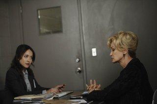 American Horror Story: Jessica Lange a colloquio con la polizia nell'episodio Smoldering Children