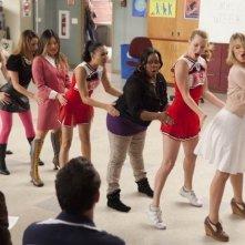 Glee: Lea Michele. Jenna Ushkowitz, Naya Rivera, Amber Riley, Heather Morris e Dianna Agron in una scena dell'episodio Le elezioni