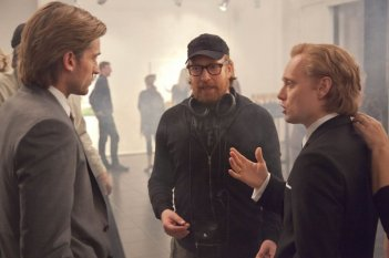 Headhunters: Nikolaj Coster-Waldau insieme a Aksel Hennie e al regista Morten Tyldum sul set del film