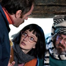 Il comandante e la cicogna: Valerio Mastandrea, Alba Rohrwacher e Giuseppe Battiston in una scena del film
