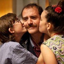 Il comandante e la cicogna: Valerio Mastandrea, Serena Pinto e Luca Dirodi in una scena del film
