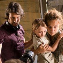 Il regista Gilles Paquet-Brenner sul set del film La chiave di Sara con Natasha Mashkevich e la piccola Mélusine Mayance