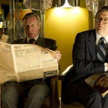 Iron Lady: Nicholas Farrell in una scena del film insieme a Roger Allam