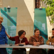 Margarida Carpinteiro, Tony Correia, José Eduardo e Lia Gama in una scena di Aguasaltaspuntocom - un villaggio nella rete