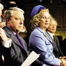 Meryl Streep in una scena del film Iron Lady insieme a John Sessions