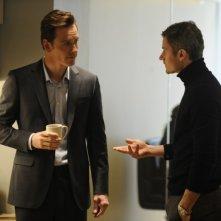 Michael Fassbender in una scena di Shame con James Badge Dale