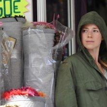 Switch: Karine Vanasse cerca di nascondersi dal suo inseguitore in una scena del film