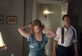 Boardwalk Empire: Gretchen Mol e Michael Pitt in una scena dell'episodio Under God's Power She Flourishes