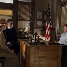 Boardwalk Empire: Kelly Macdonald e Julianne Nicholson in una scena del finale della seconda stagione, To the Lost