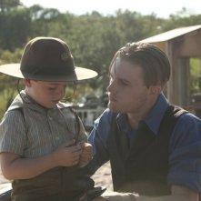 Boardwalk Empire: Michael Pitt e il piccolo Brady Noon in una scena del finale della seconda stagione, To the Lost