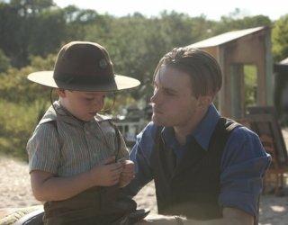 Boardwalk Empire: Michael Pitt e il piccolo Brady Noon in una scena del finale della seconda stagione, To the Lost