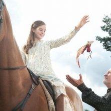 Celine Buckens e Niels Arestrup in una scena di War Horse