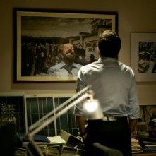 L'industriale: Pierfrancesco Favino sorride di spalle in una scena del film
